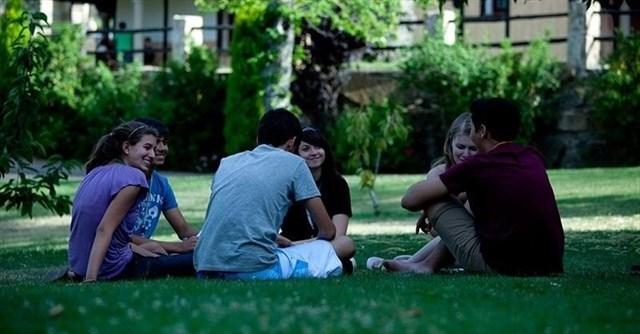 Más de un tercio de las jóvenes en España está en grave riesgo de exclusión por el impacto del COVID-19