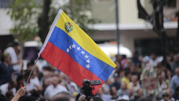 Venezuela: El co-presidente de EuroLat pide suspender temporalmente las sanciones por la crisis del COVID-19