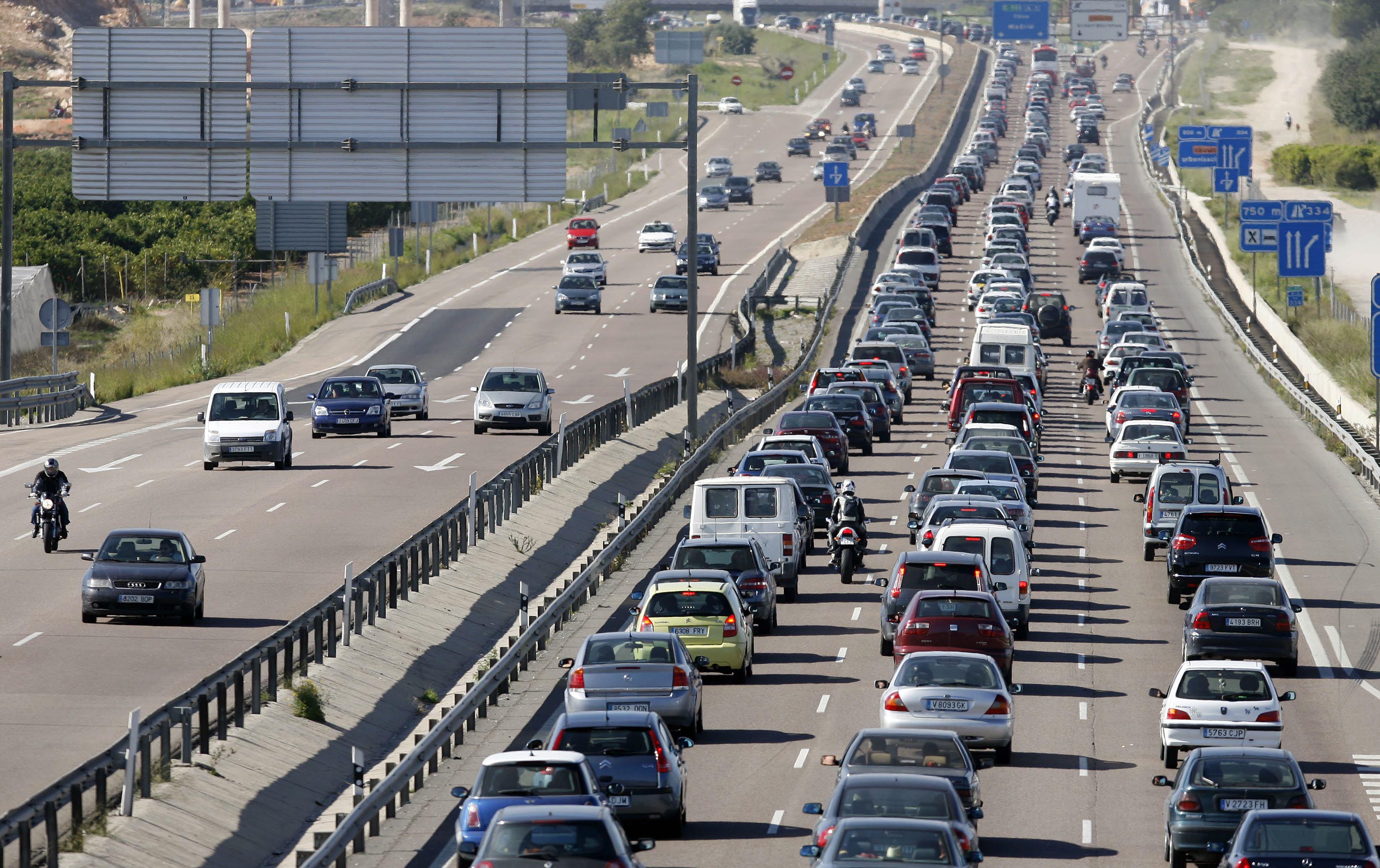 Los desplazamientos se reducen un 11% en julio y los fallecidos en accidente de tráfico un 5%