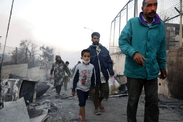 """Desastre humanitario en Moria tras en incencio: """"Las familias están exhaustas, no reciben apoyo para cuidar de sus hijos y se están rindiendo»"""