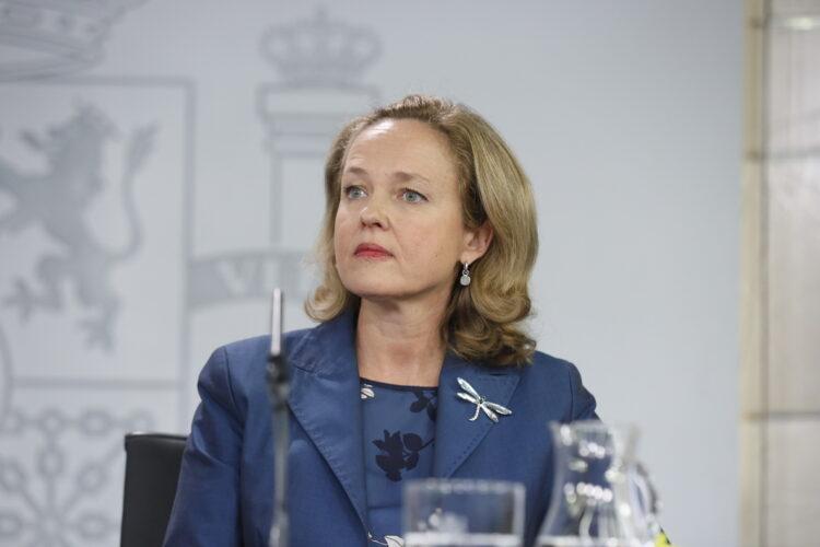 Calviño decidirá en septiembre sobre la subida del SMI y no lo descarta antes de que acabe el año