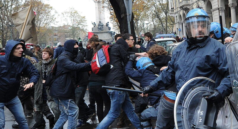 Duras protestas en varias ciudades italianas contra las restricciones del Gobierno frente al coronavirus