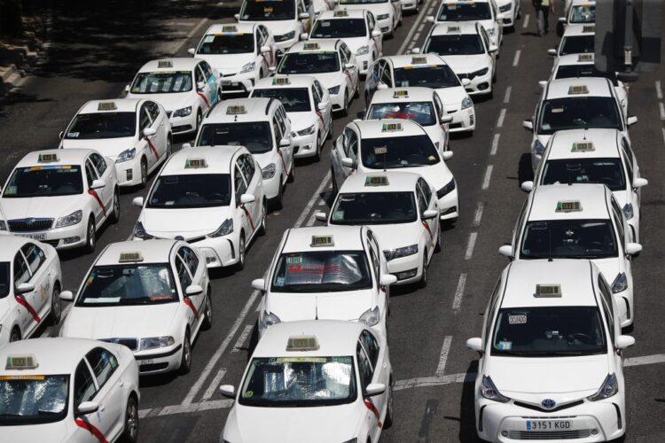 El 40% de los taxistas madrileños se plantea abandonar el sector por «la desidia de las administraciones»