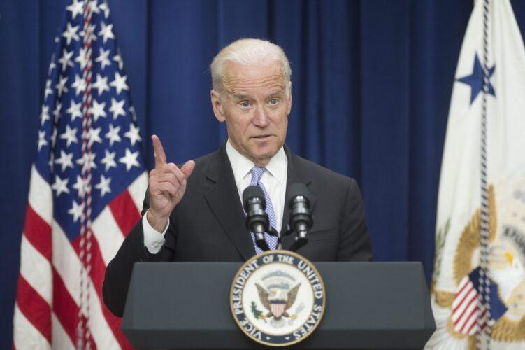 Biden obligará a los funcionarios a vacunarse o a someterse a pruebas periódicas
