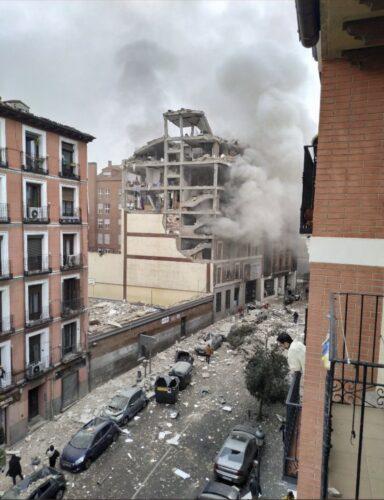 Al menos tres fallecidos y un desaparecido en una explosión en Madrid, en la calle Toledo