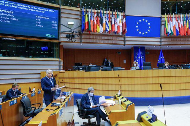 La Unión Europea acuerda restringir los viajes no esenciales para enfrentar las nuevas cepas del Covid-19
