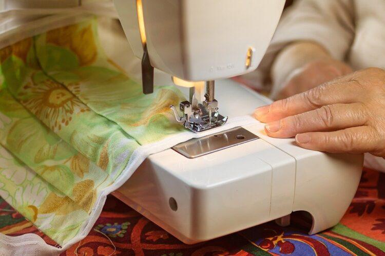 Aumenta la demanda de máquinas de coser debido al a pandemia
