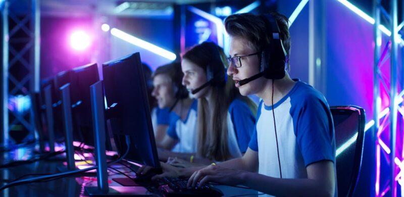 Hijos Gamers, Youtubers y TikTokers:  ¿profesiones con futuro o moda pasajera?
